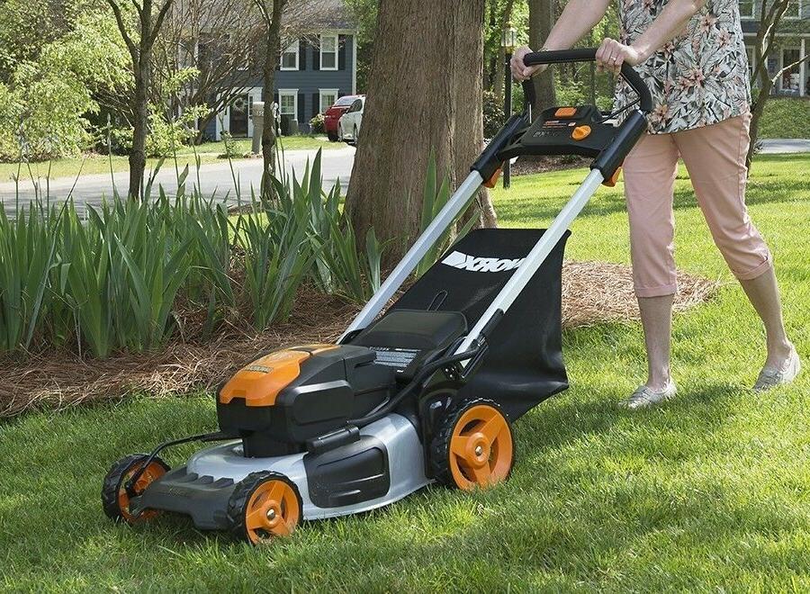 WORX WG774 Cordless Lawn with Mulch Plug